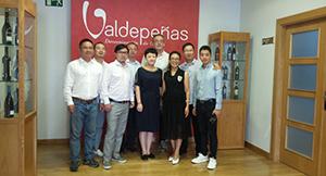 Importadores chinos durante una visita a Valdepeñas